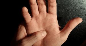 Biết bấm những huyệt này trên bàn tay, đau bụng, đau dạ dày, đau họng, đều sẽ được xoa dịu