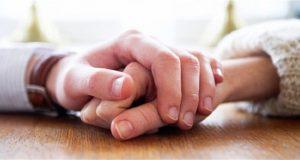 Quan trọng nhất trong cuộc đời là có một người ở bên, cùng nắm tay và đi đến cuối con đường